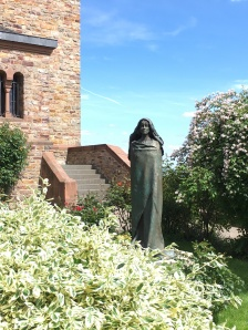 Statue of Hidegard at the cloister she founded
